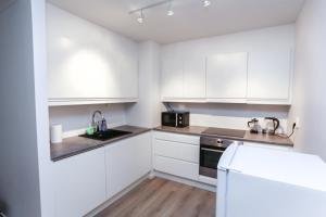 A kitchen or kitchenette at Apartments Smalgangen