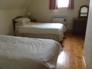 Säng eller sängar i ett rum på Beach Cottage