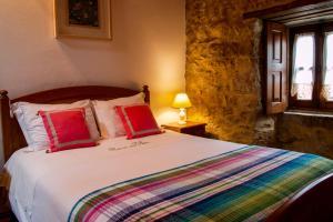 Un pat sau paturi într-o cameră la Casa do Vale do Papo