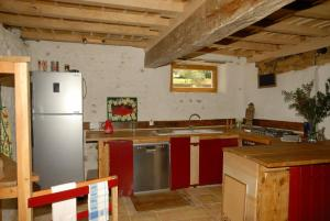 A kitchen or kitchenette at Gîte CoMic