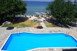 O vedere a piscinei de la sau din apropiere de Sunrise Beach