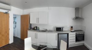 Küche/Küchenzeile in der Unterkunft SITU Serviced Apartments - Charlotte Mews
