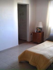 A bed or beds in a room at Casa Con Piscina Y Vista Al Lago