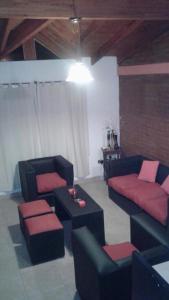 A seating area at Casa Con Piscina Y Vista Al Lago