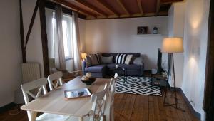 Coin salon dans l'établissement Appartement 4 à 6 personnes _ Coeur de Reims