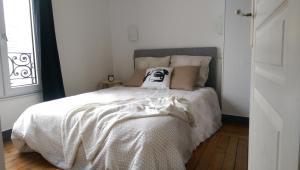 Un ou plusieurs lits dans un hébergement de l'établissement Appartement 4 à 6 personnes _ Coeur de Reims