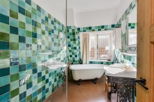 Een badkamer bij Roozenlaan Cozy Cottage Haarlem