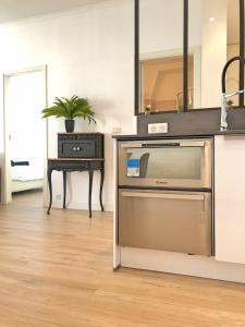 A kitchen or kitchenette at Blue Perl