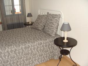 En eller flere senge i et værelse på Le Mazérien