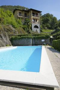 The swimming pool at or near Residence La Fonte