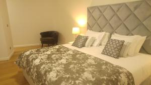 A bed or beds in a room at Forum Apartment View
