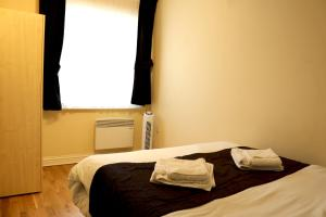A bed or beds in a room at Fine Touch Apartments