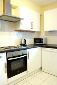 A kitchen or kitchenette at Fine Touch Apartments