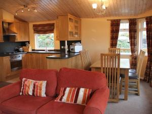 A kitchen or kitchenette at Park Lodge