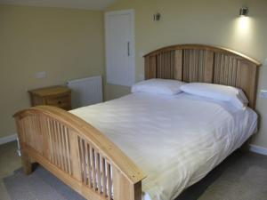 A bed or beds in a room at Redwood Lodge, Pooley Bridge Holiday Park
