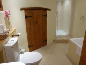 A bathroom at Swallows Barn, Howtown