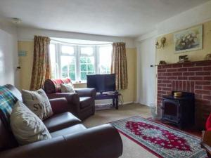A seating area at Hillside Cottage, Leiston