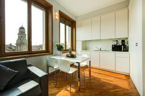 A kitchen or kitchenette at Duomo Apartment - Galleria Unione