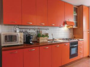 A kitchen or kitchenette at App.Maioliche Home Sweet