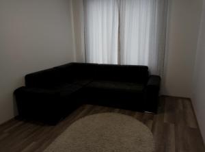 A seating area at Apartment on Mynaiska 18