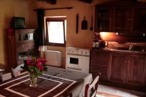 A kitchen or kitchenette at Relais dei Cesari