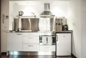 A kitchen or kitchenette at Barcelona Beach Apartments