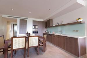 A kitchen or kitchenette at Sea Temple Palm Cove 2 Bedroom Luxury Apartment