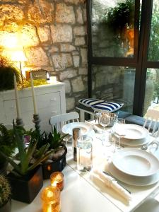 A restaurant or other place to eat at Casa Alba Rovinj