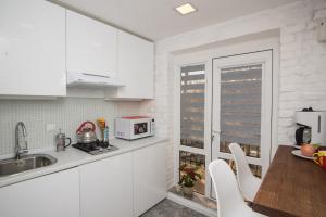 A kitchen or kitchenette at Art Studio 2