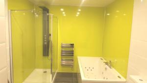 A bathroom at My Glasgow House North
