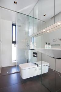 A bathroom at Thomsen Apartments - Reykjavík City Centre