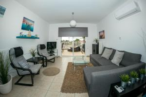 A seating area at Paradi Nissi Golden Sands Apartment