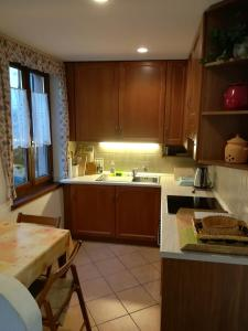 A kitchen or kitchenette at Casa Olivo