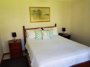 A bed or beds in a room at Jervis Bay Blue - Vincentia