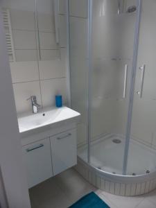 """Et badeværelse på """"Coming Home"""" - Apartment No.7"""