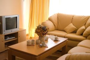A seating area at SB Rentals Apartments in Royal Dreams Complex