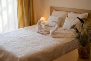 A bed or beds in a room at SB Rentals Apartments in Royal Dreams Complex