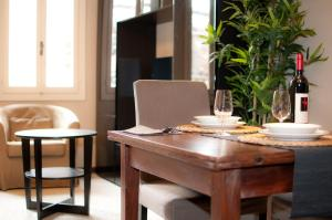 A restaurant or other place to eat at Centrale Venice Apartments