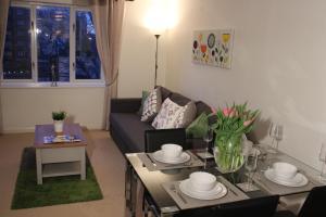 Ein Sitzbereich in der Unterkunft The Regent Apartment 2 Kingston Centre