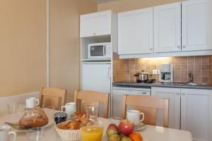 Cuisine ou kitchenette dans l'établissement Résidence Pierre & Vacances Le Thabor