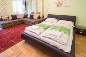 A bed or beds in a room at Budapest Oktogon Apartment