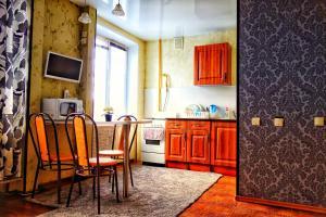 Кухня або міні-кухня у Verkhnyaya Krasnoselskaya 24