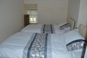 A bed or beds in a room at Stabl yr Nant