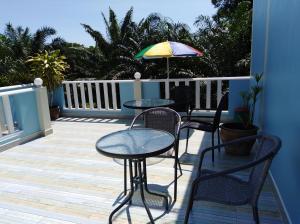 A balcony or terrace at Baan Kalaya Garden (Muang Mai)