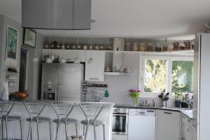 Cuisine ou kitchenette dans l'établissement Les Peupliers