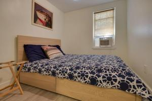 A bed or beds in a room at 12th Street House Lower Apts