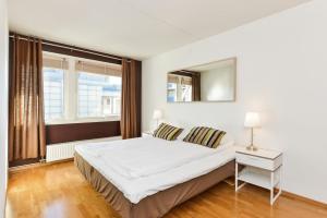 Forenom Serviced Apartments Oslo Aker Brygge房間的床