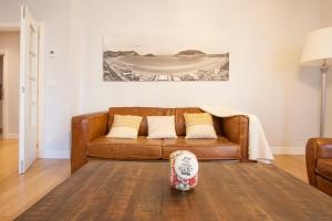 A seating area at Gerezi - Basque Stay
