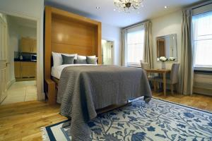 A bed or beds in a room at 17 Hertford Street