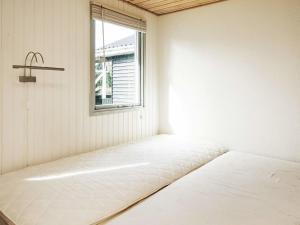 Ein Bett oder Betten in einem Zimmer der Unterkunft Two-Bedroom Holiday home in Ørsted 5